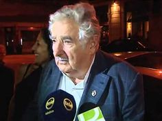 Reacción de José Mujica cuando un indigente le pide limosna.