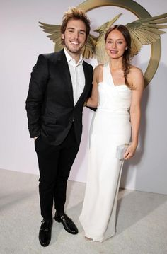 Sam Claflin (Finnick Odair) and wife Laura Haddock turned heads when they hit the arrivals line. Talk about a dynamic duo!