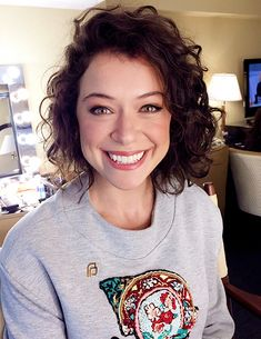 Tatiana Maslany Would Think Twice Before Taking Another Queer Role - Celebrities Female Orphan Black, Beautiful People, Beautiful Women, Tatiana Maslany, Canadian Actresses, Girl Crushes, Curly Hair Styles, Hair Cuts, Hair Beauty