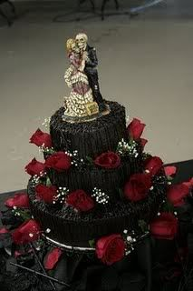 Wanting a Gothic wedding cake to celebrate your special day with? Look no further as we have pictures and ideas for the perfect Gothic wedding cake. Gothic Wedding Cake, Gothic Cake, Skull Wedding, Zombie Wedding, Cake Wedding, Horror Wedding, Medieval Wedding, Wedding Favors, Spooky Halloween Cakes