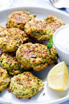 Oven-baked zucchini and feta cakes (fritters) - so light, easy to make . - Oven-baked zucchini and feta cakes (fritters) – so light, easy to make, and very addictive. Greek Recipes, Vegetable Recipes, Healthy Zucchini Recipes, Chinese Recipes, Bake Zucchini, Zucchini Patties, Healthy Zucchini Fritters, Zucchini Pizza Bites, Zucchini Pancakes