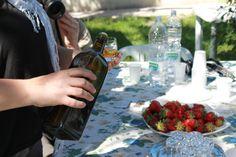 Degustazione di olio extravergine d'oliva Tenuta Neri e assaggio di fragole raccolte in campo. www.tenutaneri.com