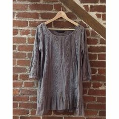 Zara dress Purple tone super cute & comfy dress. Gently loved. Texture is amazing. This is such a flirty yet cute dress. Wear it with a cute pair of beige wedges & you got the complete look . Don't forget to bundle & save Zara Dresses Mini