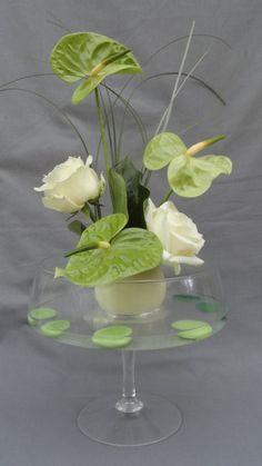 Composition florale anthurium et roses avalanches