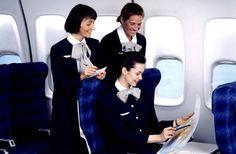 En 1987, les hôtesses d'Air France revêtent le tailleur «dauphin» de Carven.