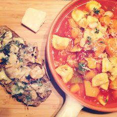 Winter minestrone met gegratineerde paddenstoelen broodjes - Francesca Kookt