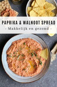 Muhamarra gegrilde paprika en walnoot-spread. Zelf maken? Ontdek het recept op Beaufood.nl Gezond broodbeleg, Gezonde foodblogs, Gezonde lunch, Gezonde spreads, Voedzame spreads, Syrische recepten, Beaufood lunch, Gezonde borrelhap. #healthyspread #walnutspread #nutspread #healthysnacks #muhamarra #muhamarraspread #muhamarrarecipe Healthy Dips, Healthy Eating, Ham Spread Recipe, Vegetarian Recipes, Healthy Recipes, Sandwich Spread, Lunch Box Recipes, Happy Foods, Tapas