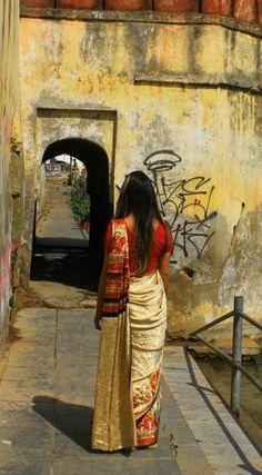 Os Sarias, são as famosas roupas típicas indianas, grandes tecidos coloridos e cheios de detalhes. Parte importante da cultura da Índia, é uma das coisas que você pode comprar durante sua viagem pela Índia