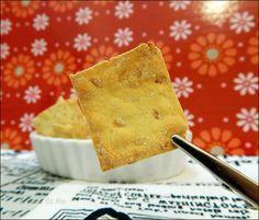 Crackers de Grão de Bico e Linhaça         Ingredientes         2 xícaras de farinha de grão de bico   1 colher (sopa) de az...