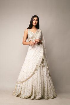Desi Wedding Dresses, Party Wear Indian Dresses, Indian Gowns Dresses, Indian Bridal Outfits, Dress Indian Style, Indian Fashion Dresses, Wedding Lehnga, Indian Wedding Gowns, Indian Weddings