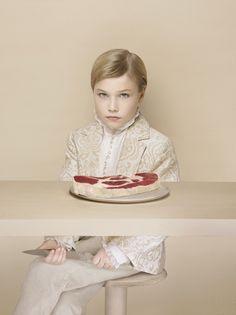 L'Enfant Terrible contrasto il sofisticato ragazzo con la carne cruda di fronte a lui, Laetitia Soulier esplora ciò che viene represso nel processo di civilizzazione, un concetto sviluppato da l'antropologo francese Claude Lévi-Strauss.
