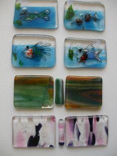 Miniatuur glazen boekbanden, ontworpen door Marie José Mathot, voor de bibliofiele uitgave 'Meester Van Zoeten', een gedicht van Annie M.G. Schmidt