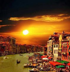 Venice at sunset.ah Italia! Dream Vacations, Vacation Spots, Places To Travel, Places To See, Wonderful Places, Beautiful Places, Simply Beautiful, Places Around The World, Around The Worlds