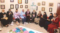 حملة حياكة قبعات صوف يطلقنها تركيات لدعم اللاجئين