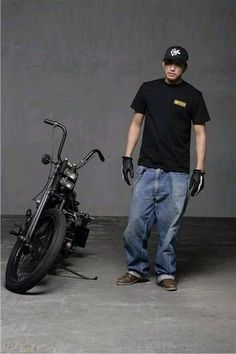 Bobber Motorcycle, Motorcycle Style, Duke Bike, Honda Cub, Bike Photography, Casual Outfits, Men Casual, Bmw Cafe Racer, Harley Davidson Chopper