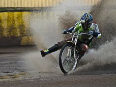 Nail it into the corner. Speedway Motorcycles, Speedway Racing, Old Motorcycles, Motorcycle Types, Motorcycle Art, Bike Style, Moto Style, Dirt Track Racing, Street Tracker