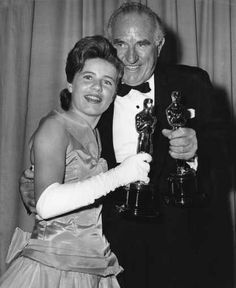"""Young talent - 1963 Oscars: Patty Duke, Best Supporting Actress 1962 for """"The Miracle Worker"""". Patty with Ed Begley, Best Supporting Actor 1962 for """"Sweet Bird of Youth"""" Santa Monica, Ed Begley, Ethel Waters, The Miracle Worker, Hattie Mcdaniel, Actor Secundario, Patty Duke, Academy Award Winners, Academy Awards"""