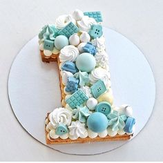 This cake is the number 1 cookie cake I've seen today! 💧💙💧💙💧 Dr… This cake is the number 1 cookie cake I've seen today! 💧💙💧💙💧 Dreamy blues, by 💎 – – – – – Baby Cakes, Girl Cakes, Cupcake Cakes, Fondant Cakes, Number Birthday Cakes, Baby Birthday Cakes, Birthday Ideas, Number One Cake, Number Cakes