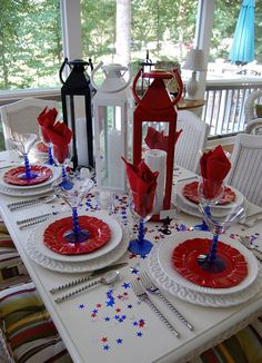 4th of July tablescape. I'm loving this blog and the patio reminds me of my Nanas house