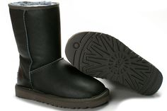 UGG 5825 Grey Metallic Classic Short Boots  $105.02    Product Name: UGG 5825 Grey Metallic Classic Short Boots    Product Code: UGG 5825    Color: Grey    The womens Classic Short is one of UGG® Australia's most iconic silhouettes. Featuring genuine Twinface sheepskin and our signature UGG® woven label. All boots in our Classic Collection feature a soft foam insole covered with genuine sheepskin and have a light and flexible molded EVA outsole designed for amazing comfort with every step…