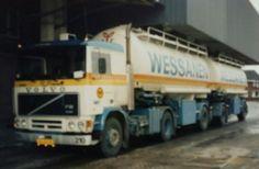 Volvo F 12 II 4x2 met dubbele bulktankoplegger en dolly van Wessanen