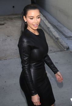 Kim Kardashian Photos - Reality TV babe Kim Kardashian is all smiles and sexy in black as she greets fans after filming a show in Hollywood. - Kim Kardashian in Black Leather Kardashian Photos, Kardashian Style, Kardashian Fashion, Kim Kardashian Blazer, Kim Kardashian Family, Kardashian Kollection, Celebrity Dresses, Celebrity Style, Custom Leather Jackets