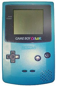 La Game Boy Color ! J'avais la Turquoise ! C'est par ce biais là que j'ai commencé les jeux vidéos ! C'était ma toute première console ! Et j'ai commencé avec l'incontournable Pokémon Bleu (mon frère avait la rouge) ! S'en est suivi une longue passion pour d'autres univers plus fantastiques ... les RPG notamment :D