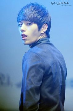 OMO THIS GAZE!!!!!! Myungsoo DO YOU WANT TO KILL ME???????????