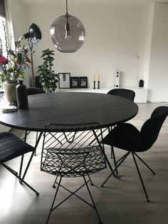 Discover recipes, home ideas, style inspiration and other ideas to try. Esstisch Design, Piece A Vivre, Industrial House, Sweet Home, New Homes, Dining Room, Interior Design, Decoration, Outdoor Decor