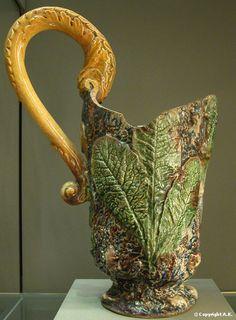 Bernard Palissy : Pichet orné de feuilles à anses en forme de bête fantastique