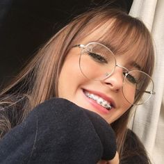 girls with braces and glasses / girls with braces . girls with braces pretty . girls with braces and glasses . girls with braces aesthetic . girls with braces colors . girls with braces pretty white . girls with braces memes . girls with braces mexican Blonde Hair With Bangs, Short Hair With Bangs, Short Hair Styles, Braces And Glasses, Cute Glasses, Girls With Glasses, Thin Bangs, Wispy Bangs, Front Bangs