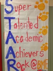 STAAR banner to encourage students.and do you see the paw prints? School Classroom, School Fun, School Stuff, School Items, School Daze, Motivational Bulletin Boards, Staar Test, Standardized Test, Test Anxiety