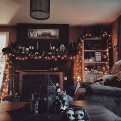 Having an evening coffee in my living room☕🖤🕸 - Halloween Decorations Halloween Room Decor, Halloween Living Room, Casa Halloween, Creepy Halloween Decorations, Fall Living Room, Halloween Tattoo, Pretty Halloween, Outdoor Halloween, Halloween Nails