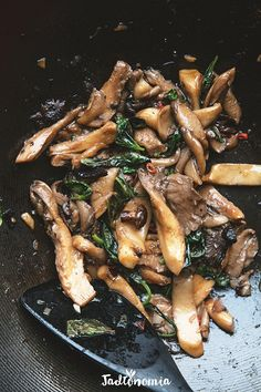 Oyster mushrooms Thai - Do it Yourself & More! Veg Recipes, Mushroom Recipes, Asian Recipes, Vegetarian Recipes, Dinner Recipes, Cooking Recipes, Healthy Recipes, Oyster Recipes, Cake Recipes