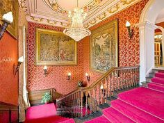 """Living the """"Downton Abbey"""" Lifestyle in a Modern EnglishCastle"""