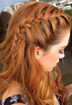 70 penteados com tranças para você se inspirarJá reparou a quantidade de penteados com tranças que as celebridades exibem pelos tapetes vermelhos? Laterais, simples, em coques...