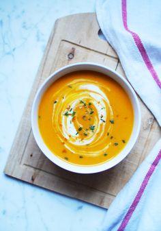 Velouté de carottes au lait de coco et curry rouge : recette traditionnelle.