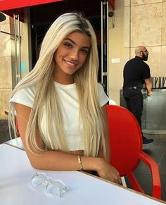 Blonde Hair And Dark Eyes: Character Inspiration Beauté Blonde, Blonde Hair Looks, Brown Blonde Hair, Blonde Beauty, Dark Hair, Hair Beauty, Bleach Blonde Hair, Platinum Blonde Hair, Make Up Blonde Hair