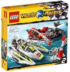 Lego World Racers Jagged Jaws Reef to wyścigi łodzi motorowych. Nie są to łatwe wyścigi, trzeba uważać na rekina, tylko czeka na wypadek! Ścigaj się z kolegami i dobądź pierwsze miejsce!