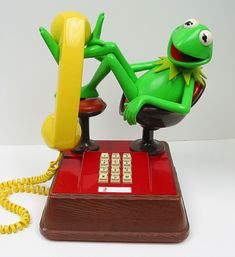 Kermit The Frog! My parents bought me this phone for Christmas when I was 13 y. The appropriate age to be allowed in the phone.Phew times have changes. Jim Henson, Nerd Decor, Retro Phone, The Muppet Show, Muppet Babies, Call Me Maybe, Miss Piggy, Kermit The Frog, Childhood Memories