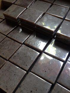 คอฟฟี่ สครับ coffee soap 1⃣ดูดซับสารพิษที่ตกค้างบนผิว 2⃣ทำความสะอาดผิวหน้า  3⃣ลดการอักเสบของรูขุมขนที่เป็นสาเหตุของสิวอักเสบได้ 4⃣ผิวขาวเนียนใส ขจัดความมันได้เป็นอย่างดี 5⃣ผิวนุ่มลื่นตั้งเเต่ครั้งเเรกที่ใช้ ช่วยลดผิวเปลือกส้ม ลดเซลล์ลูไลท์รอยแตก 6⃣ทำให้ผิวที่หยาบกร้านนุ่มขึ้นทันทีและลดจุดด่างดำรอยแผลเป็นได้ดี 7⃣มีเม็ดบีทในตัวสบู่เวลาฟอกจะสึรับผิวไปในตัว  ใช้ฟอกหน้า ฟอกทิ้งไว้5นาทีเเล้วล้างออก   สบู่ซาหริ่ม ขนาด80g. ก้อนละ80บาท  2ก้อน150บาท 5ก้อนแถม1ก้อน  ติดต่อ ☎️0909936002 soap.white.house…