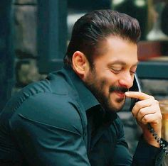 """Oh darling your so cute, me """"thanks my love """" Salman Khan Young, Salman Khan Photo, Aamir Khan, Bollywood Couples, Bollywood Stars, Indian Celebrities, Bollywood Celebrities, Salman Khan Aishwarya Rai, Salman Khan Quotes"""