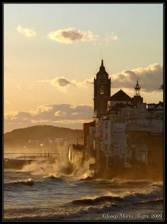 Temporal a Sitges Catalonia Sitges, Cool Photos, Amazing Photos, Amazing Places, Places Around The World, Around The Worlds, Barcelona Catalonia, Barcelona Travel, Medieval Town