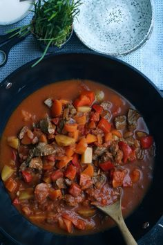 Gullashsuppe – kæft det er lækkert Soup Recipes, Dinner Recipes, Healthy Recipes, Cook N, Danish Food, Food Crush, Dinner Is Served, Italian Recipes, Danish Recipes