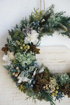 森の三日月リース Minne, Floral Wreath, Wreaths, Flowers, Home Decor, Floral Crown, Decoration Home, Door Wreaths, Room Decor