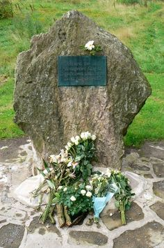"""Memorial to Richard III at Bosworth field. """"If I may speak the truth to his honor, although small of body and weak in strength, he most valiantly defended himself as a noble knight to his last breath"""". - John Rous"""