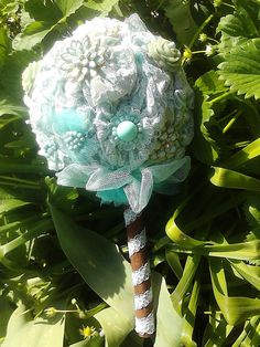 "Buchet de mireasa ""Menta si scortisoara"" ( mirelamohjazi.breslo.ro) Brooches, Wedding Bouquets, Beads, Beading, Brooch, Bead, Wedding Flowers, Pearls, Bridal Bouquets"
