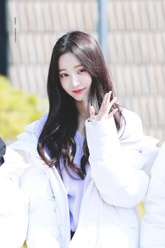 |032| Momoland Yeonwoo Beautiful Japanese Girl, Beautiful Asian Girls, South Korean Girls, Korean Girl Groups, Cute Girls, Cool Girl, Fashion Beauty, Girl Fashion, Pretty Asian
