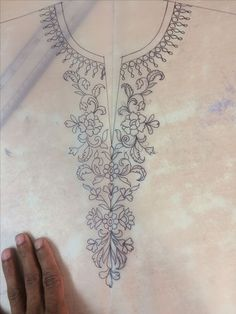 Embroidery Projects Resultado de imagen de hand embroidery designs for neck Zardozi Embroidery, Embroidery Motifs, Couture Embroidery, Embroidery Dress, Ribbon Embroidery, Machine Embroidery, Bordado Popular, Embroidery Neck Designs, Neckline Designs