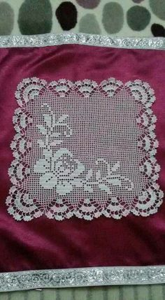 This Pin was discovered by fat Crochet Cushions, Crochet Tablecloth, Crochet Dollies, Crochet Lace, Unique Crochet, Beautiful Crochet, Thread Crochet, Crochet Stitches, Knitting Patterns
